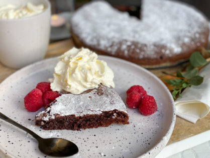 Kladdkaka cake maken: Zweedse chocolade taart