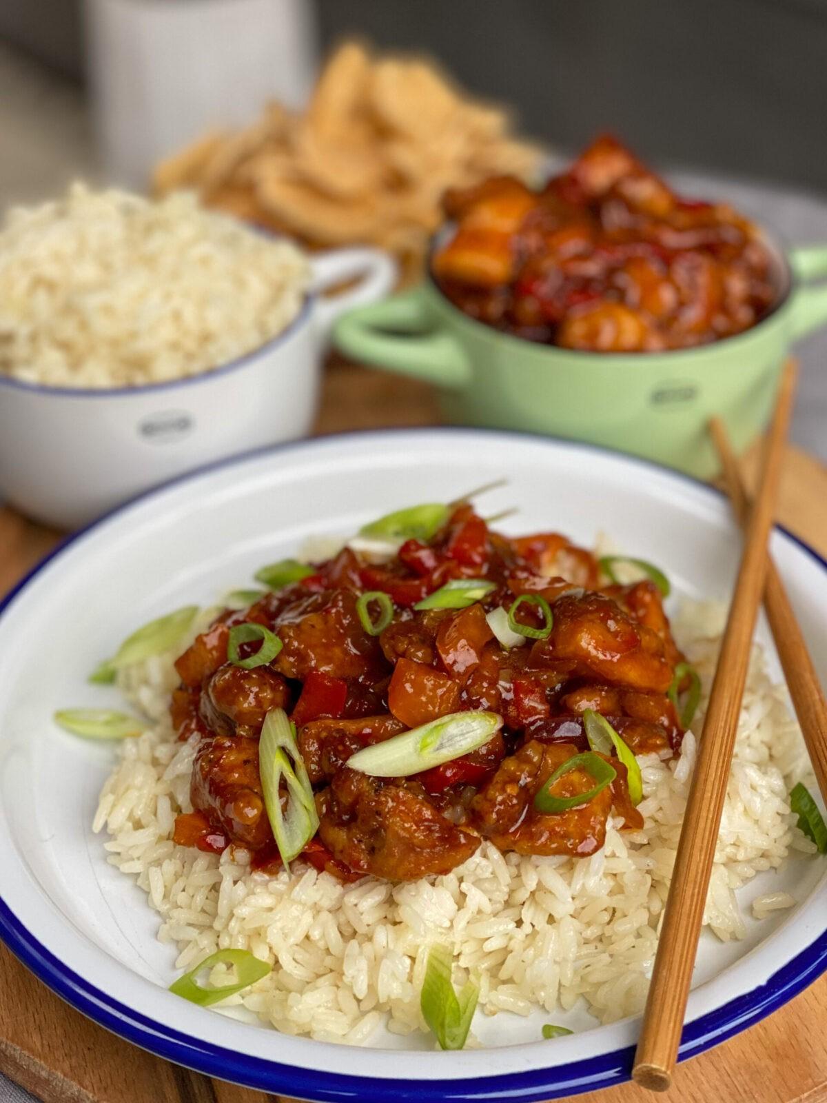Aziatische kip met kruidige rijst en bosui
