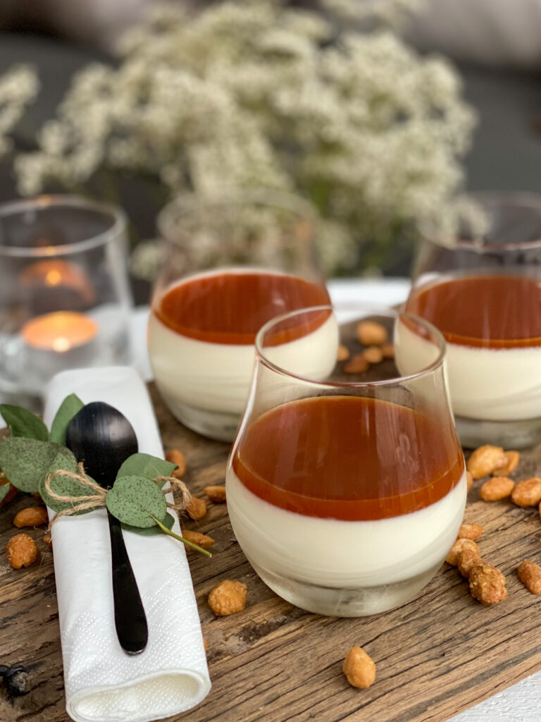 panna cotta maken met salted caramel en pinda's