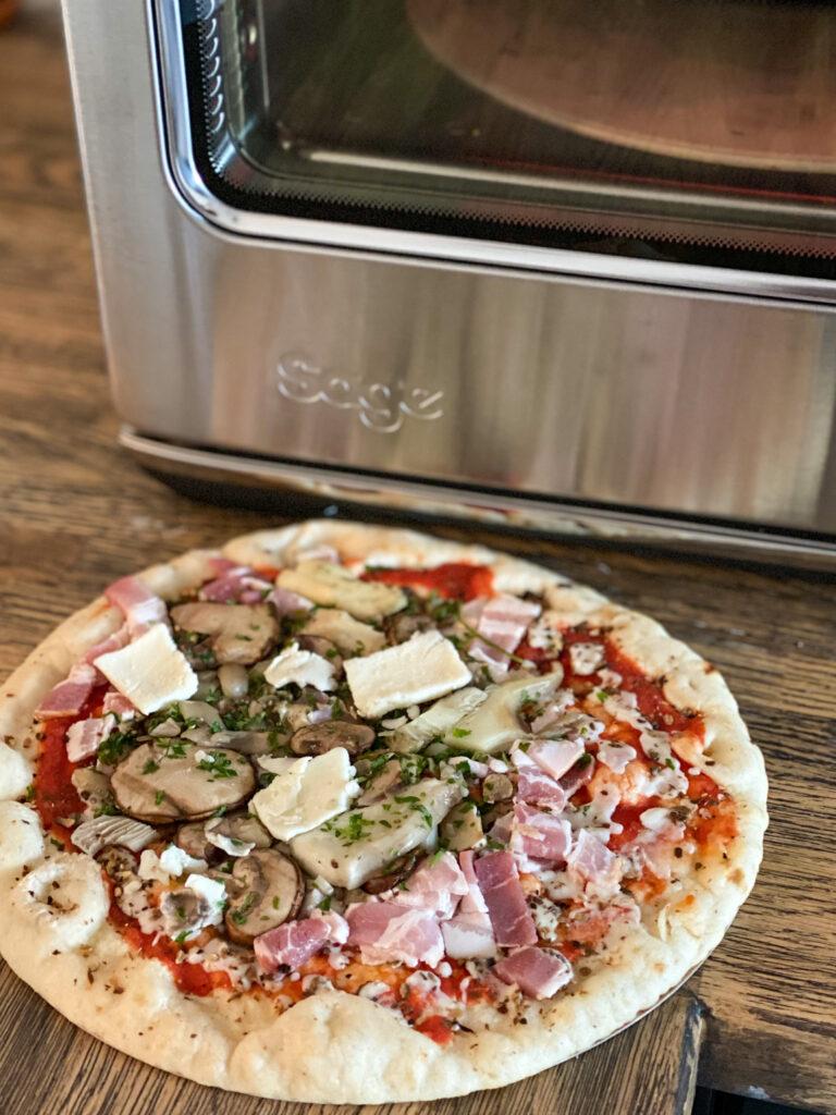 verse kant en klare pizza zelf bakken in een pizza oven