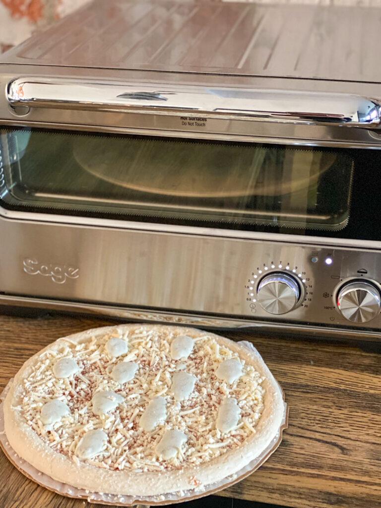 diepvries pizza bakken in een pizzaoven