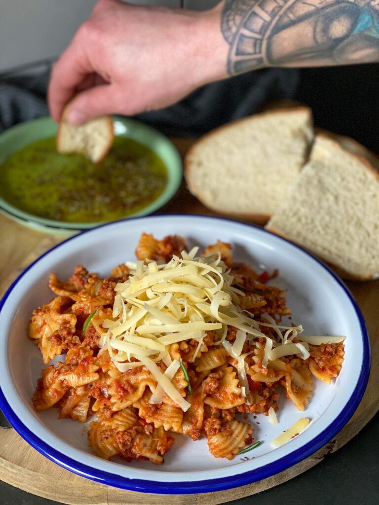 pasta met verse worst in pittige tomatensaus en venkel