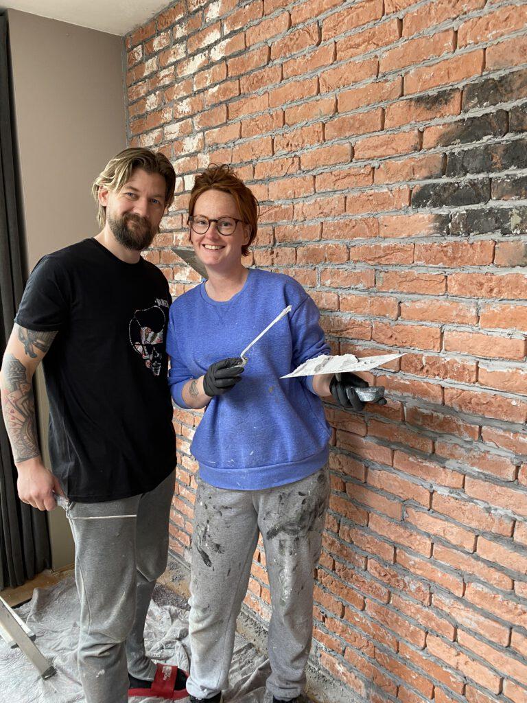 brickwall maken woonkamer Thuis bij Familie over de Kook