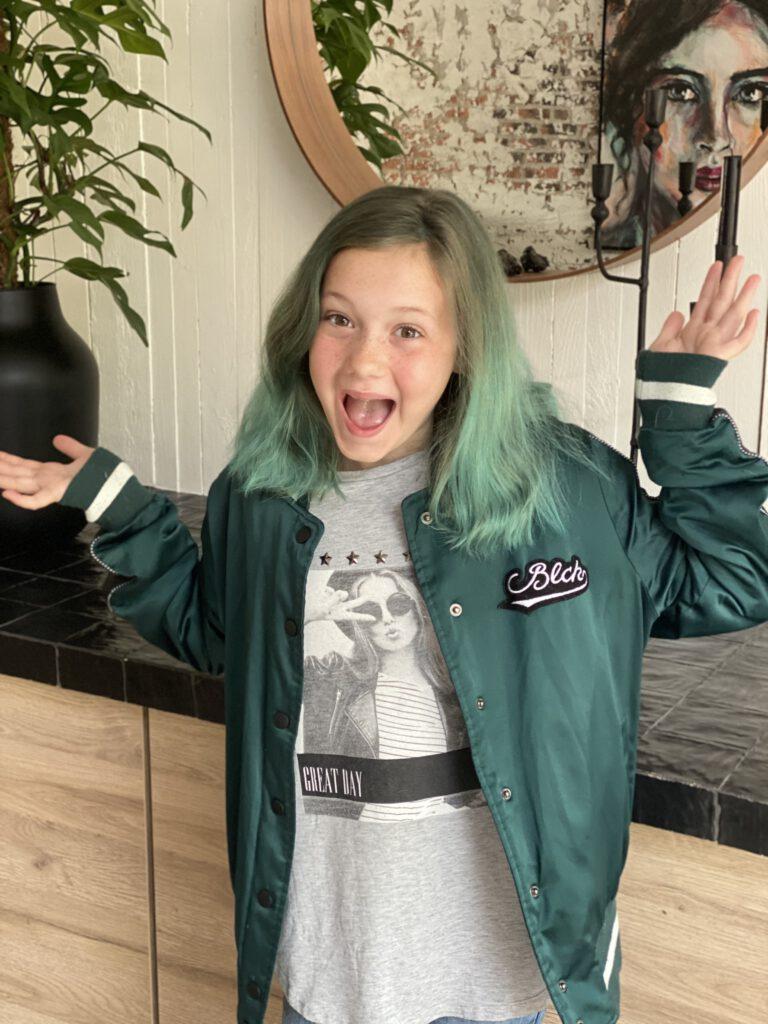 Amaranthe Kaldenbach met groen haar: Thuis bij Familie over de Kook