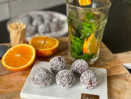 dadelballetjes met sinaasappel en kokos