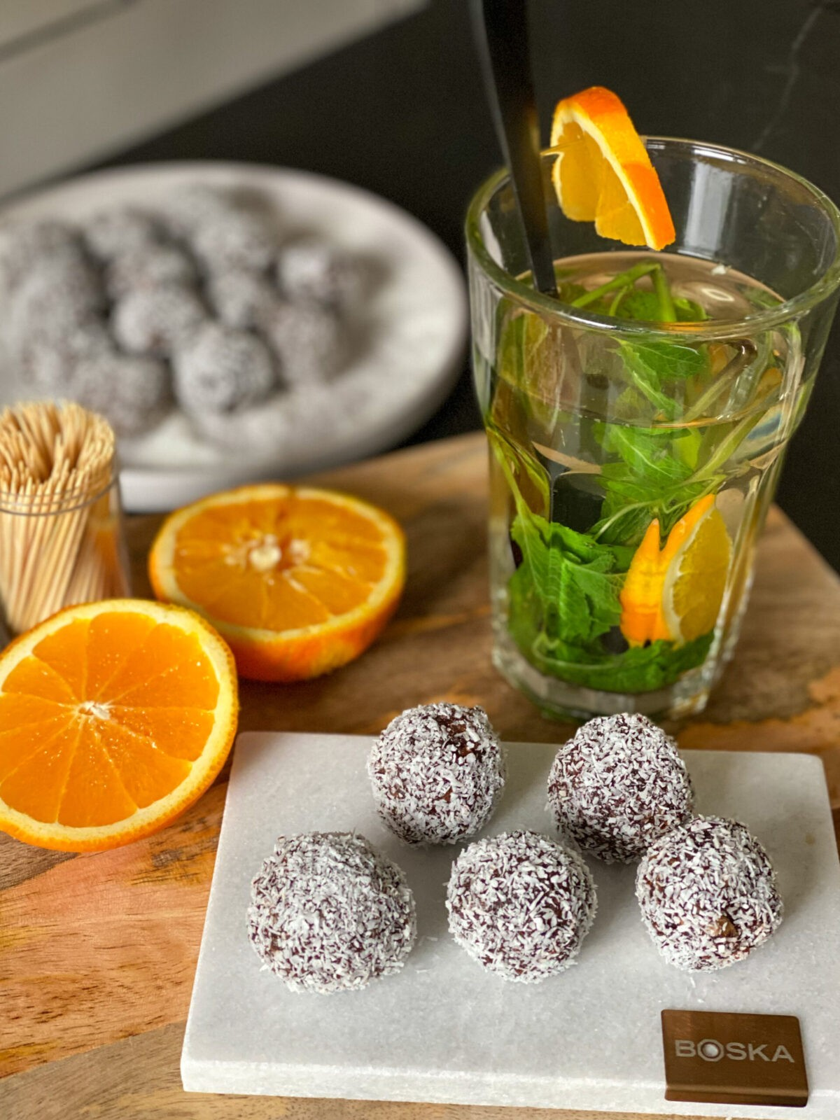 dadelballetjes met sinaasappel en geraspte kokos
