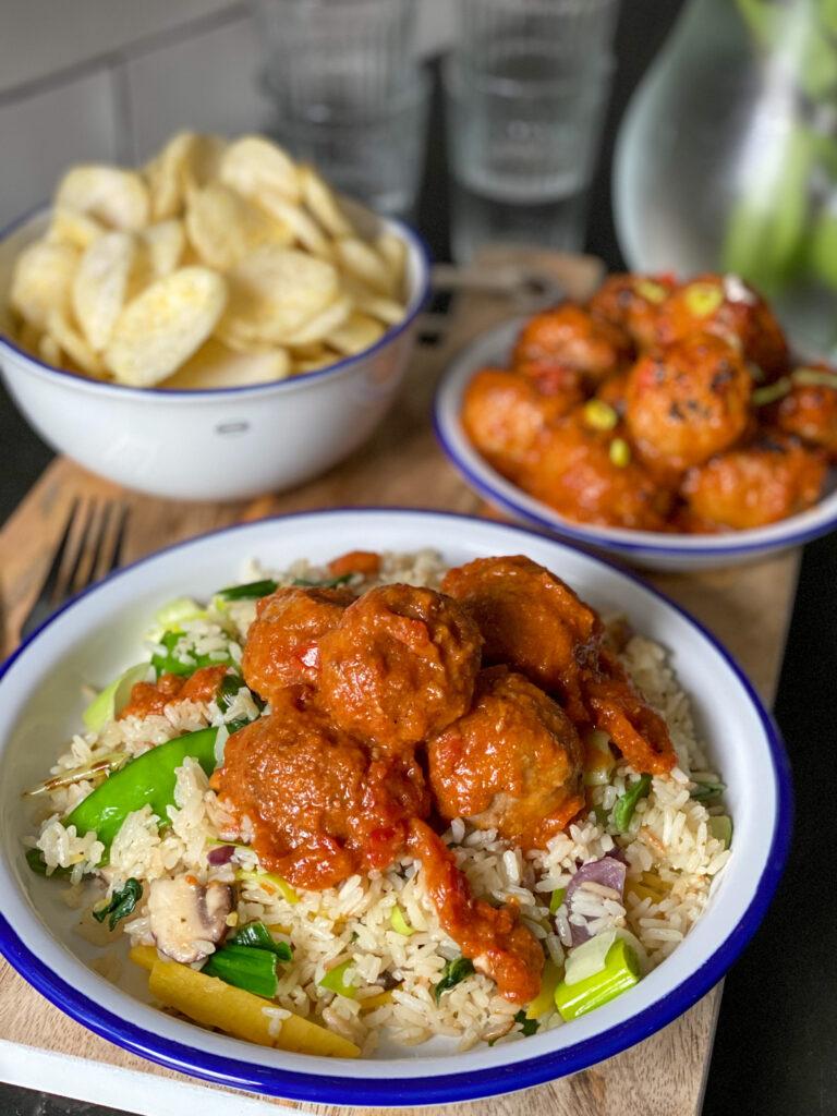 pittige gehaktballetjes met rijst en groenten