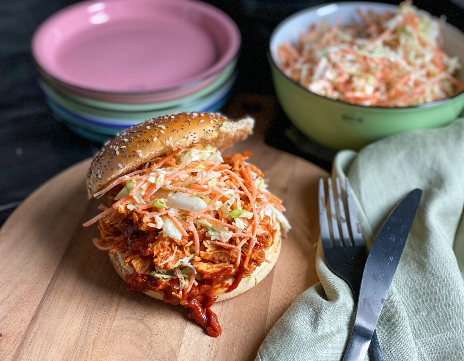 broodje pulled chicken met bbq saus en coleslaw