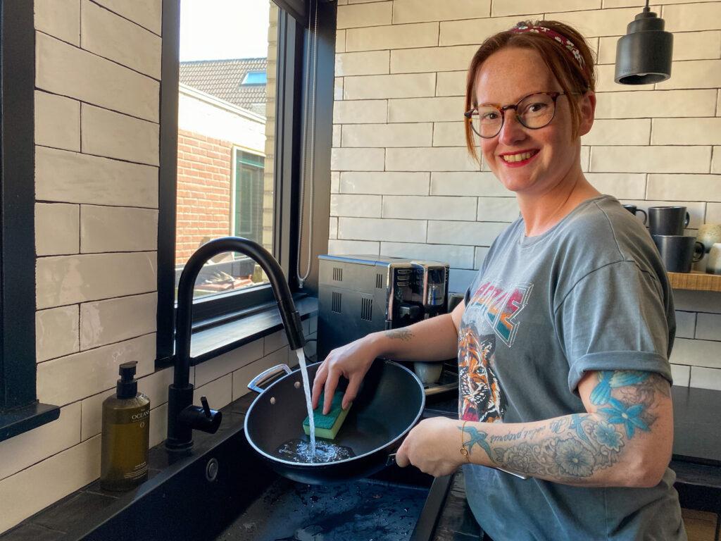 aangekoekte pan schoonmaken