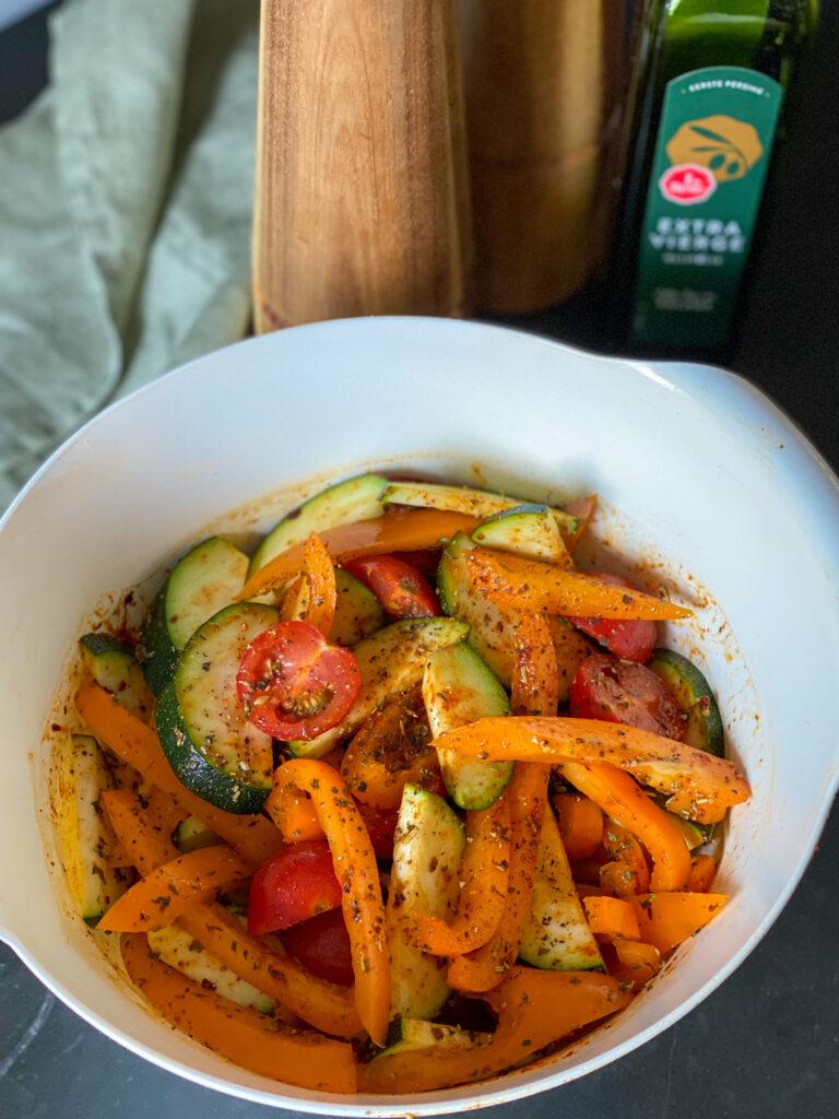diverse soorten groenten roosteren in de oven