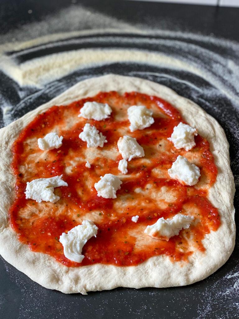 pizza caprese maken