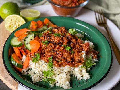Tonijn in pittige tomatensaus met ketjap en rijst