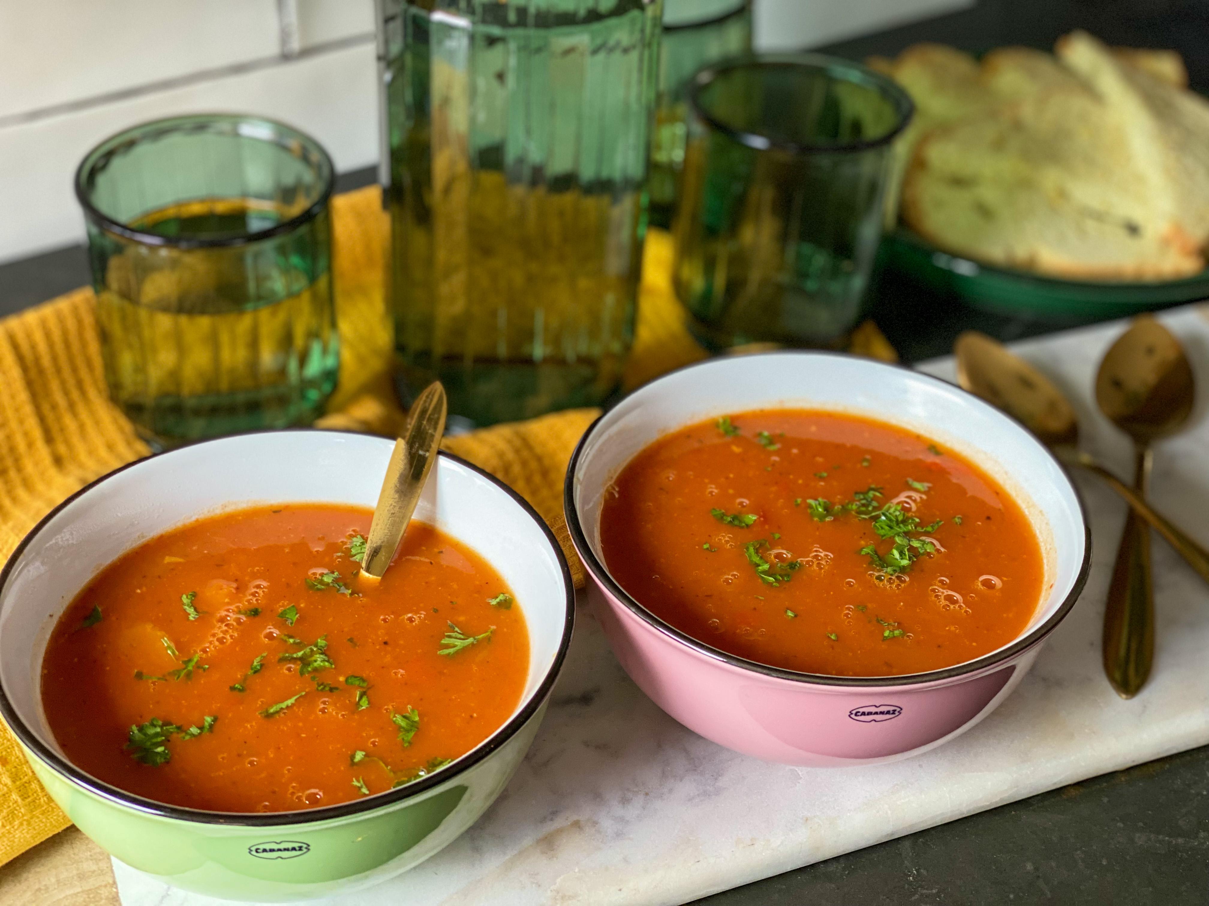 kruidige pompoensoep met tomaat en paprika